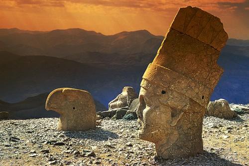 Mount-Nemrut1